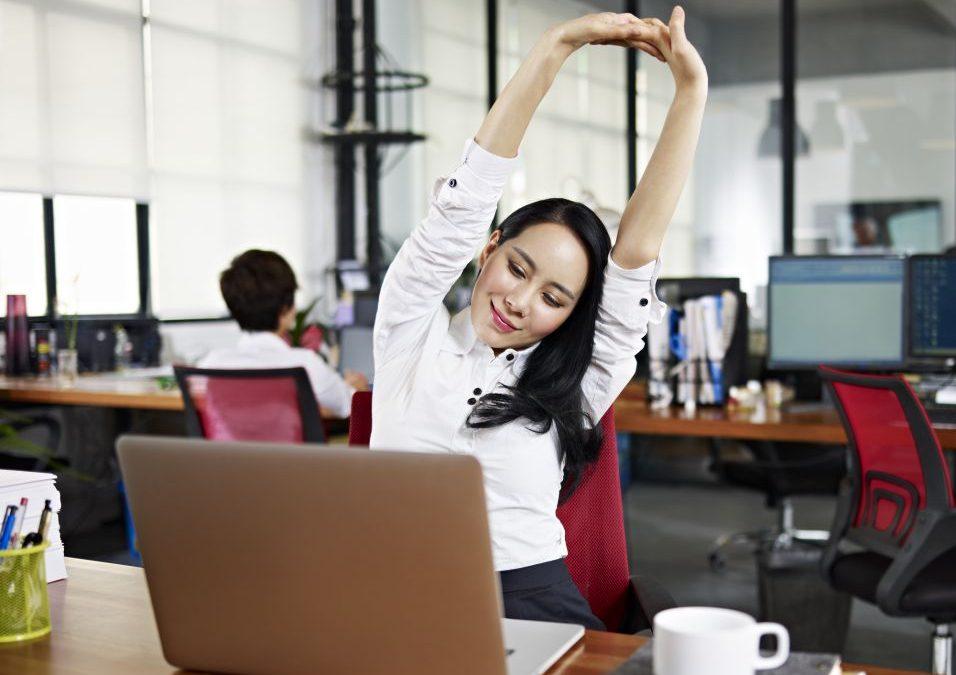 Como implementar a ginástica laboral na empresa? Descubra!